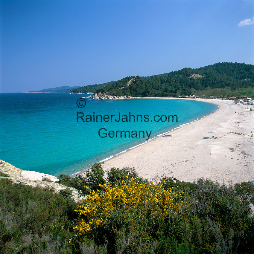 Greece, Central Macedonia, Chalkidiki, Armenistis: village at the East coast of Sithonia Peninsula, secluded sandy beach   Griechenland, Zentralmakedonien, Chalkidiki, Armenistis: Dorf an der Ostkueste der Halbinsel Sithonia, einsamer Sandstrand