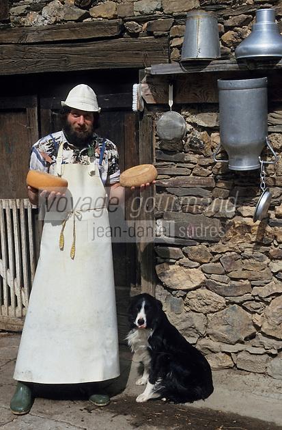 Europe/France/Midi-Pyrénées/09/Ariège/Couserans/Augirein: W. Bendick fromager -Fromage de Bethmale [Non destiné à un usage publicitaire - Not intended for an advertising use]<br />  <br /> PHOTO D'ARCHIVES // ARCHIVAL IMAGES<br /> FRANCE 1990