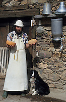 Europe/France/Midi-Pyrénées/09/Ariège/Couserans/Augirein : W. Bendick fromager -Fromage de Bethmale [Non destiné à un usage publicitaire - Not intended for an advertising use]<br />  <br /> PHOTO D'ARCHIVES // ARCHIVAL IMAGES<br /> FRANCE 1990