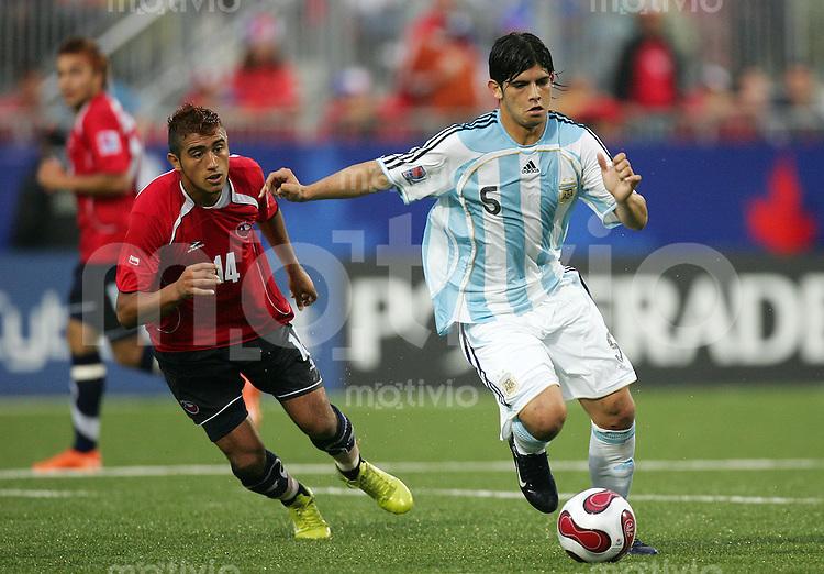 Fussball International U 20 WM  Chile vs Argentina Ever BANEGA (ARG, r) gegen Arturo VIDAL (CHI).