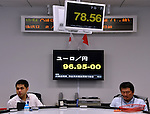 June 1, 2012, Tokyo, Japan - The euro keeps declining as it comes under selling pressure against Japanese yen on continued concern about Spains banking system during the morning session on the Tokyo foreign exchange market on Friday, June 1, 2012. (Photo by Natsuki Sakai/AFLO) AYF -mis-
