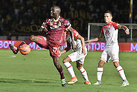 IBAGUÉ -COLOMBIA, 14-12-2016. Luis Paz jugador de Tolima en acción durante el encuentro de ida entre Deportes Tolima y Independiente Santa Fe por la final de la Liga Águila II 2016 jugado en el estadio Manuel Murillo Toro de Ibagué. / Luis Paz player of Tolima in action during the first leg match between Deportes Tolima and Independiente Santa Fe for the final of the Aguila League II 2016 played at Manuel Murillo Toro stadium in Ibague city. Photo: VizzorImage/ Gabriel Aponte / Staff
