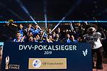 24.02.2019, SAP Arena, Mannheim<br /> Volleyball, DVV-Pokal Finale, Siegerehrung<br /> <br /> Pokalsieger 2019 - VfB Friedrichshafen (MŠnner)<br /> <br />   Foto © nordphoto / Kurth