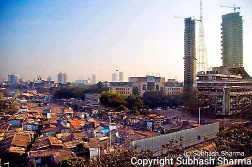 Mumbai Skyline: Slums juxtaposed against the skyscrapers