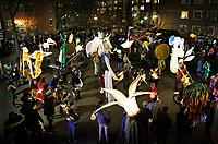 Nederland Amsterdam 2017 . Afsluiting van de Super Sint Maarten parade in Amsterdam Oost.  Lichtsculpturen van Pretvormer.  Foto Berlinda van Dam / Hollandse Hoogte