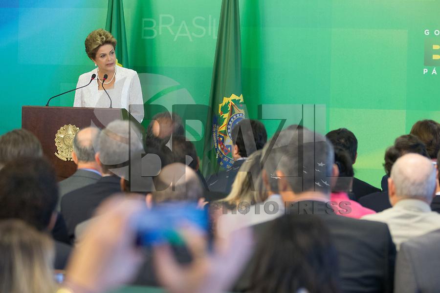BRASILIA, DF, 02.10.2015 - DILMA-REFORMA -  A presidente Dilma Rousseff, durante declaração sobre a  reforma administrativa do<br /> Governo Federal, nesta sexta-feira, no <br /> Palácio do Planalto.(Foto:Ed Ferreira / Brazil Photo Press)