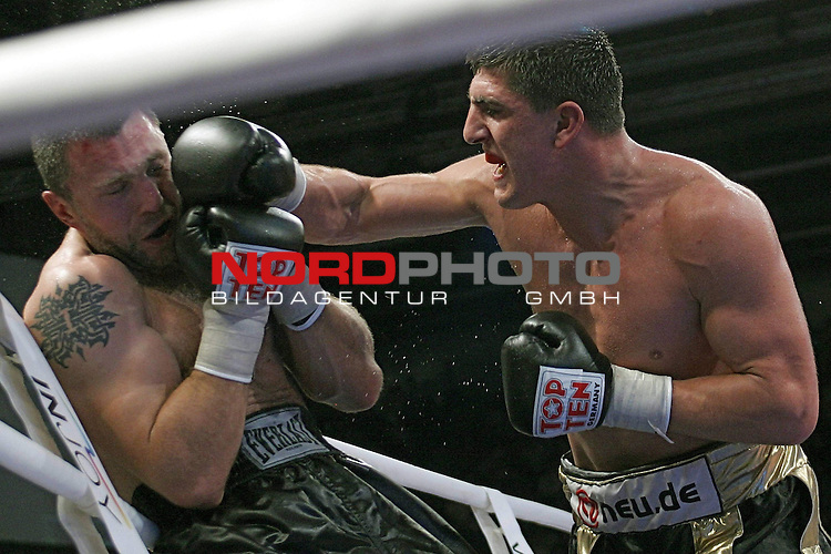 IBF Eliminator Cruisergewicht Marco Huck (GER) vs. Vadim Tokarev (RUS) <br /> Sieger Marco Huck (schwarz-goldene Hose)<br /> Foto &copy; nph ( nordphoto )