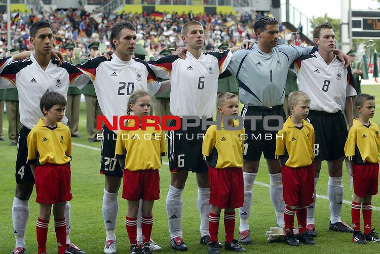 U21 - EM 2004 - Gruppe B<br /> Deutschland vs. Schweiz 2:1<br /> Malik Fatih, Christian Tiffert, Thomas Hitzlsperger, Tim Wiese und Hanno Balitsch (v.l.n.r.:) von Deutschland waehrend der Nationalhymne.<br /> Foto &copy; nordphoto - Ruediger Lampe<br /> <br />  *** Local Caption *** Foto ist honorarpflichtig! zzgl. gesetzl. MwSt.<br />  Belegexemplar erforderlich<br /> Adresse: nordphoto<br /> Georg-Reinke-Strasse 1<br /> 49377 Vechta