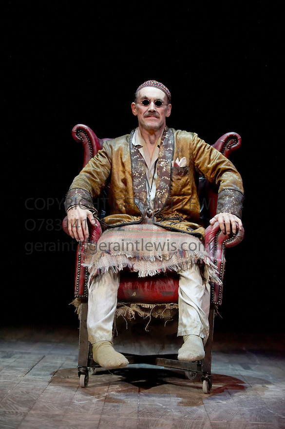 Endgame by Samuel Beckett, A Theatre De Complicite Production directed by Simon McBurney.With Mark Rylance as Hamm.Opens at Duchess Theatre on 15/10/09.CREDIT Geraint Lewis