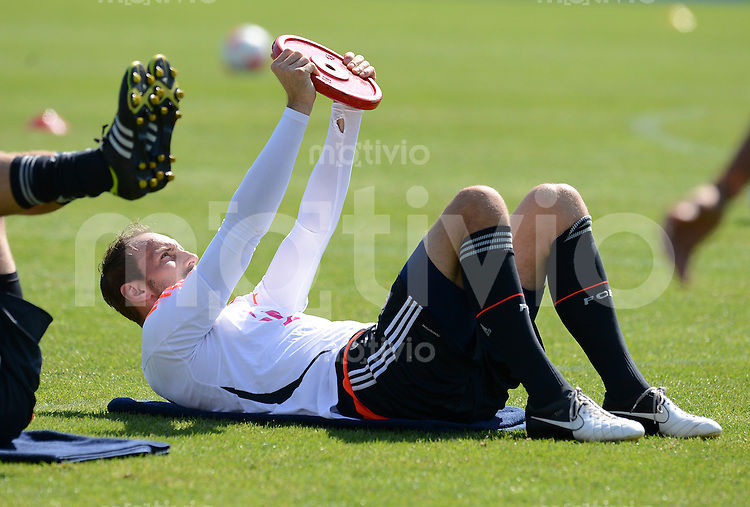 Fussball 1. Bundesliga:  Saison  Vorbereitung 2012/2013     Trainingslager des FC Bayern Muenchen 17.07.2012 Torwart Tom Starke (FC Bayern Muenchen) trainiert mit Gewichten