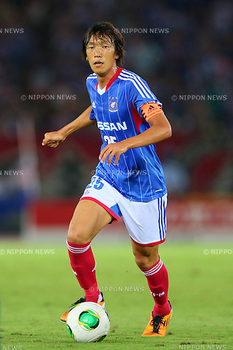 Shunsuke Nakamura (F Marinos), SEPTEMBER 14, 2013 - Football / Soccer : <br /> 2013 J.LEAGUE Division 1, 25th Sec <br /> match between Yokohama F Marinos 1-1 Cerezo Osaka<br />  at Nissan Stadium in Kanagawa, Japan. (Photo by AFLO SPORT) [1156]