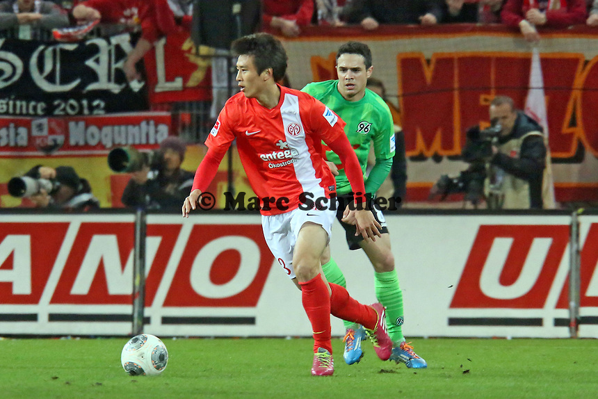 Ja-Cheol Koo (Mainz) gegen Lars Stindl (Hannover) - 1. FSV Mainz 05 vs. Hannover 96, Coface Arena, 21. Spieltag
