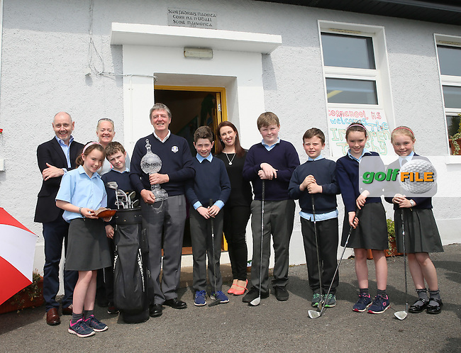 Des Smyth pictured  during his visit to Cornanool NS Castlebar with back from left: Brian McIlroy, Antonia Beggs,  and Laura Campbell teacher.<br /> Picture: Golffile | Michael Donnelly<br /> <br /> All photo usage must carry mandatory copyright credit (&copy; Golffile | Michael Donnelly)