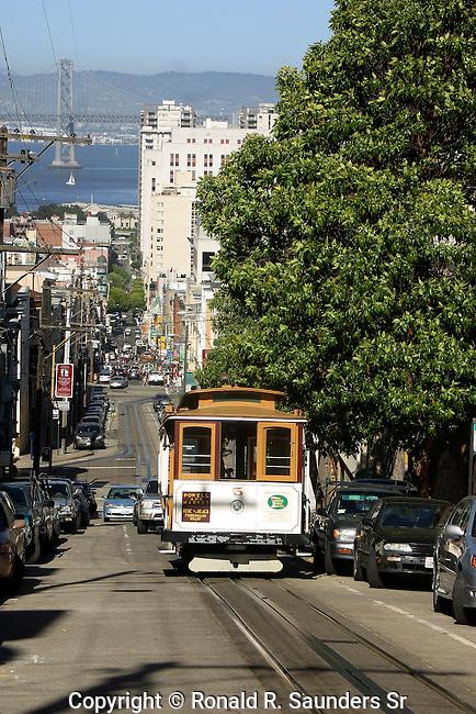 TROLLEY ON STEEP HILL IN SAN FRANCISCO