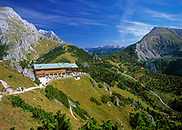 DEU, Deutschland, Bayern, Oberbayern, Berchtesgadener Land, Berchtesgaden, Bergstation und Restaurant auf dem Jenner | DEU, Germany, Bavaria, Upper Bavaria, Berchtesgadener Land, Berchtesgaden, peak station and restaurant at Jenner mountain