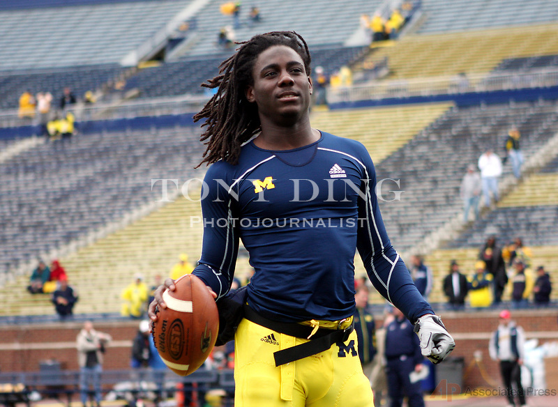 Michigan quarterback Denard Robinson warms up on the Michigan Stadium turf before an NCAA college football game with Penn State, Saturday, Oct. 24, 2009, in Ann Arbor, Mich with Penn State. Penn State won 35-10. (AP Photo/Tony Ding)