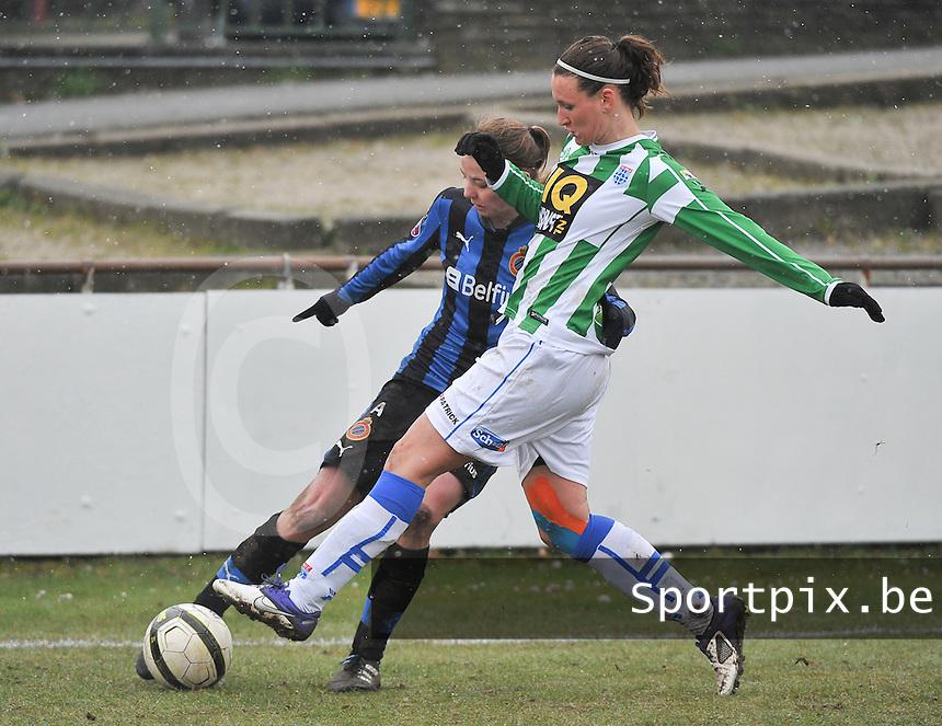 Club Brugge Dames - PEC Zwolle : duel tussen Lisanne Vermeulen en Nicky Van Den Abbeele.foto DAVID CATRY / Vrouwenteam.be