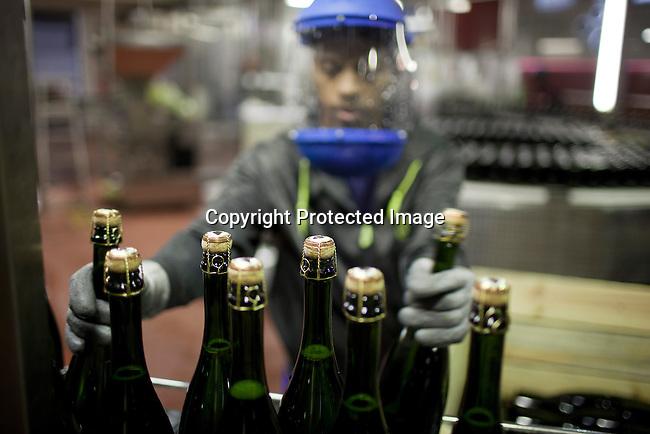 Tillverkning av Pomengracz pa fabriken i Stellenbosch utanfor Kapstaden, Sydafrika. Foto: Per-Anders Pettersson
