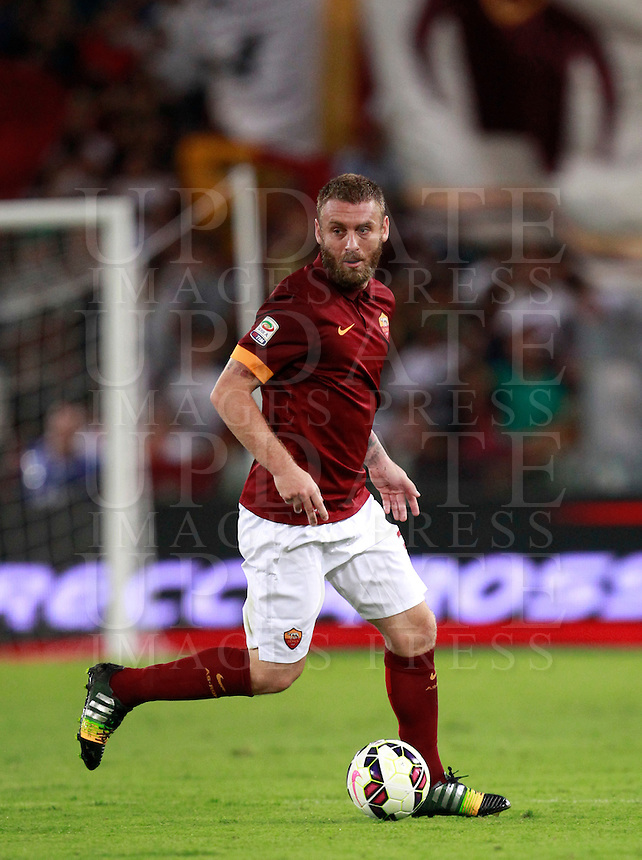 Calcio, amichevole Roma vs Fenerbahce. Roma, stadio Olimpico, 19 agosto 2014.<br /> Roma midfielder Daniele De Rossi in action during the friendly match between AS Roma and Fenerbahce at Rome's Olympic stadium, 19 August 2014.<br /> UPDATE IMAGES PRESS/Isabella Bonotto