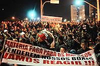 SAO PAULO, SP, 29 de Maio 2013- Comerciantes da feira da madrugada fecha a Av dos Estado com Rua Sao Caetano no Bras em protesto contra o fechamento da feiraFOTO:ADRIANO LIMA / BRAZIL PHOTO PRESS).