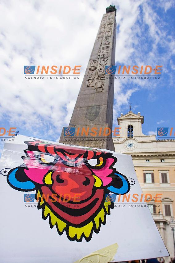 MANIFESTAZIONE DEGLI INDIGNATI CONTRO IL GOVERNO E LA CRISI ECONOMICA..NELLA FOTO IL CORTEO A PIAZZA MONTECITORIO..ROMA 14 OTTOBRE 2011..PHOTO  SERENA CREMASCHI INSIDEFOTO..............................