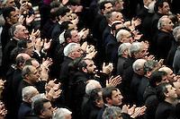 I parroci di Roma applaudono Papa Benedetto XVI durante l'incontro in aula Paolo VI, Citta' del Vaticano, 14 febbraio 2013. Il Pontefice lascera' il Papato il prossimo 28 febbraio..Rome's parish priests applaud Pope Benedict XVI during their meeting at the Paul VI hall, Vatican, 14 February 2013. The Pontiff will leave the papacy on next 28 February..UPDATE IMAGES PRESS/Riccardo De Luca -STRICTLY FOR EDITORIAL USE ONLY-