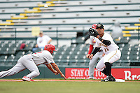 Bradenton Marauders first baseman Jose Osuna (28) takes a throw as third baseman Breyvic Valera (32) dives back to first during a game against the Palm Beach Cardinals on April 8, 2014 at McKechnie Field in Bradenton, Florida.  Bradenton defeated Palm Beach 4-3.  (Mike Janes/Four Seam Images)