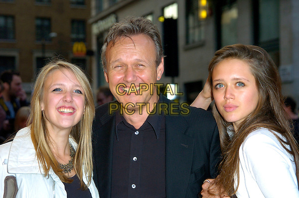 "ANTHONY HEAD & DAUGHTERS.""Run Fat Boy Run"" premiere at the Odeon West End, London, England..September 3rd, 2007.headshot portrait .CAP/CAN.©Can Nguyen/Capital Pictures"