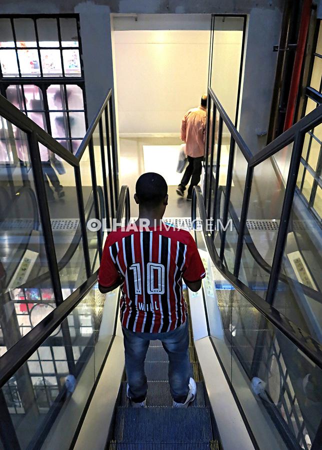 Escada rolante do Shopping Light. Sao Paulo. 2017. Foto Juca Martins
