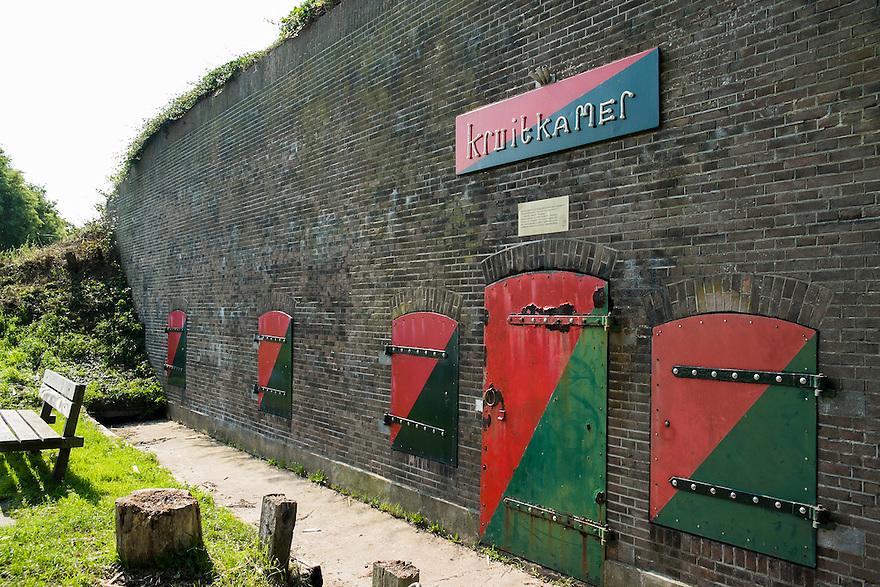 Nederland, Zaanstad, 4 sept 2014<br /> Kruitmagazijn bij de Nieuwendijk, Assendelft.  Onderdeel van de stelling van Amsterdam, monument<br /> <br /> Foto: (c) Michiel Wijnbergh
