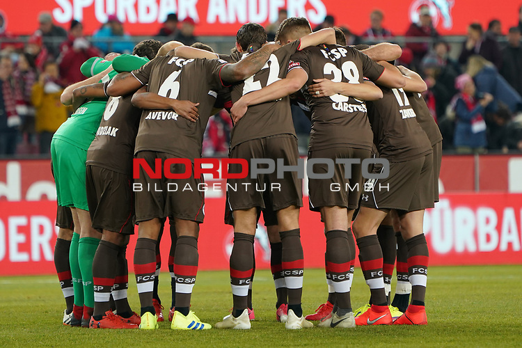 08.02.2019, RheinEnergieStadion, Koeln, GER, 2. FBL, 1.FC Koeln vs. FC St. Pauli,<br />  <br /> DFL regulations prohibit any use of photographs as image sequences and/or quasi-video<br /> <br /> im Bild / picture shows: <br /> Mannschaftskreis vor dem Spiel St. Pauli<br /> <br /> Foto &copy; nordphoto / Meuter