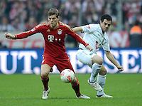 FUSSBALL   1. BUNDESLIGA  SAISON 2012/2013   13. Spieltag FC Bayern Muenchen - Hannover 96     24.11.2012 Toni Kroos (li, FC Bayern Muenchen) gegen Manuel Schmiedebach (Hannover 96)