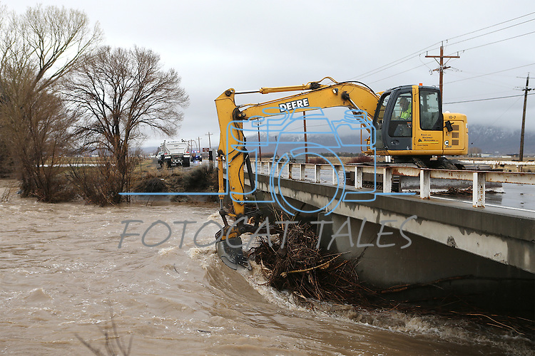 Workers pull debris from the Carson River as another winter storm rolls through Northern Nevada, in Gardnerville, Nev. on Friday, Feb. 10, 2017.  <br /> Photo by Cathleen Allison/Nevada Photo Source
