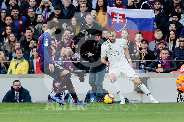 FC Barcelona's Gerard Pique and Real Madrid's Karim Benzema during La Liga match between FC Barcelona and Real Madrid at Camp Nou Stadium in Barcelona, Spain. October 28, 2018. (ALTERPHOTOS/A. Perez Meca)