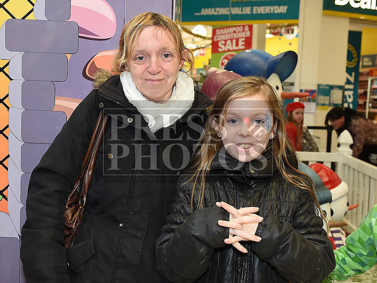 Sarah Hamill and her mam Lorraine in the queue to meet Santa at Drogheda Town Centre. Photo:Colin Bell/pressphotos.ie