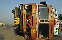 INDIA, accident with TATA tanker on express highway road between Mumbai and Pune / INDIEN<br /> Verkehrsunfall auf Bombay Pune Express Highway Autobahn, umgekippter TATA LKW Tanklastwagen mit auslaufendem Benzin