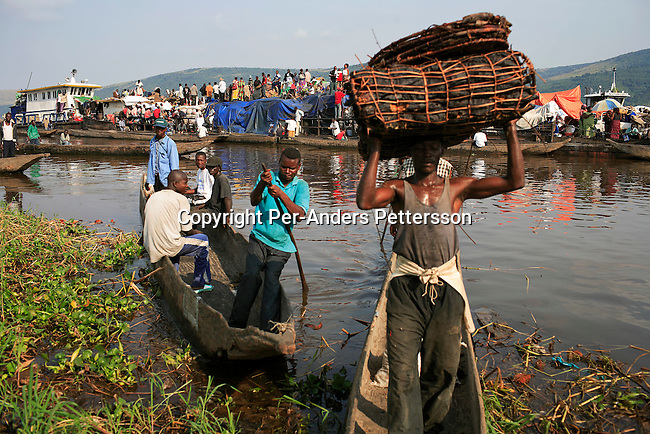 MALUKU, DEMOCRATIC REPUBLIC OF CONGO APRIL 26: Unidentified people disembark a boat on April 26, 2006 in the port in Maluku, Congo, DRC. About five hundred people traveled for seven weeks on the Congo River. A distance of about1750 kilometers from Kisangani to Kinshasa. The port is a small port about 50 kilometers from the capital Kinshasa. Many villagers come here to trade goods. The Congo River is a lifeline for millions of people, who depend on it for transport and trade. Congo is planning to hold general elections by July 2006, the first democratic elections in forty years..(Photo by Per-Anders Pettersson/Getty Images)....