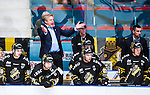 Stockholm 2014-09-11 Ishockey Hockeyallsvenskan AIK - S&ouml;dert&auml;lje SK :  <br /> AIK:s tr&auml;nare Thomas Fr&ouml;berg reagerar i b&aring;set under matchen<br /> (Foto: Kenta J&ouml;nsson) Nyckelord:  AIK Gnaget Hockeyallsvenskan Allsvenskan Hovet Johanneshovs Isstadion S&ouml;dert&auml;lje SK SSK arg f&ouml;rbannad ilsk ilsken sur tjurig angry