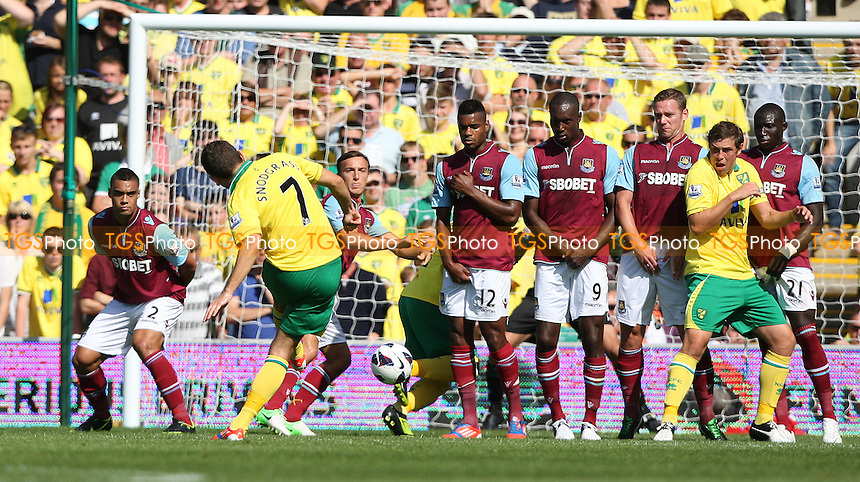 Robert Snodgrass of Norwich takes a first half free-kick - Norwich City vs West Ham United, Barclays Premier League at Carrow Road, Norwich - 15/09/12 - MANDATORY CREDIT: Rob Newell/TGSPHOTO - Self billing applies where appropriate - 0845 094 6026 - contact@tgsphoto.co.uk - NO UNPAID USE.
