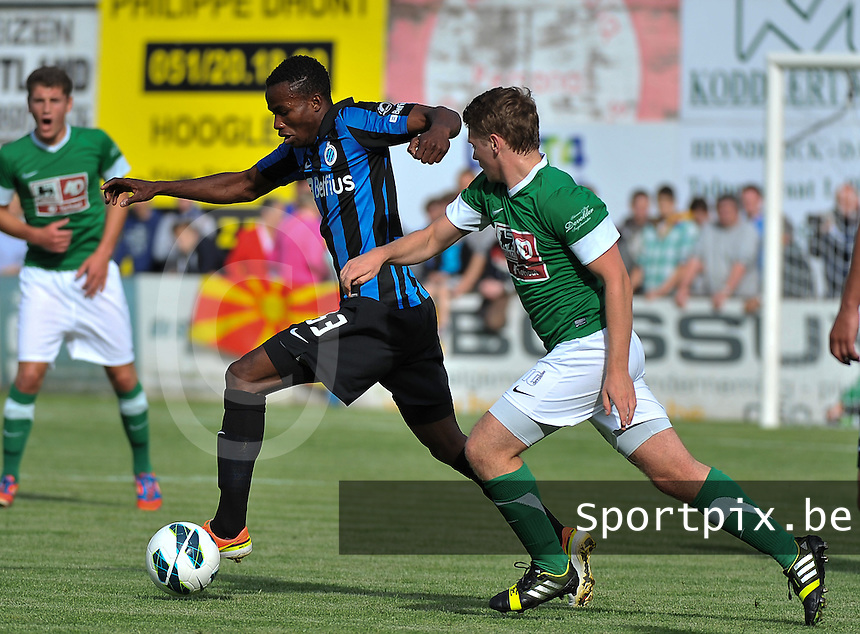 Torhout KM - Club Brugge KV : Boni Bolingoli Mbombo aan de bal voor Ward Stubbe (rechts)<br /> foto VDB / Bart Vandenbroucke