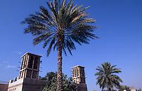 Vereinigte arabische Emirate (VAE, UAE), Dubai, Restaurant Kan Zaman, Windturm, Windtürme dienen zum Kühlen der Häuser