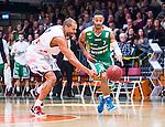 S&ouml;dert&auml;lje 2014-04-15 Basket SM-Semifinal 5 S&ouml;dert&auml;lje Kings - Uppsala Basket :  <br /> S&ouml;dert&auml;lje Kings John Roberson i kamp om bollen med Uppsalas Oluoma Nnamaka <br /> (Foto: Kenta J&ouml;nsson) Nyckelord:  S&ouml;dert&auml;lje Kings SBBK Uppsala Basket SM Semifinal Semi T&auml;ljehallen