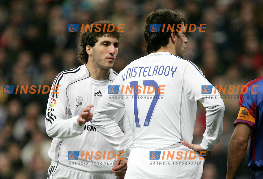 Real Madrid's Ruud van Nistelrooy and Gonzalo Higuain during Spain's La Liga match at Santiago Bernabeu stadium in Madrid, Sunday February 04, 2007. (INSIDE/ALTERPHOTOS/Alvaro Hernandez).