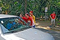 Trote em calouros, alunos universitarios, na cidade de São Carlos. São Paulo. 2014. Foto de Juca Martins.