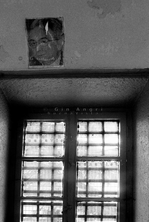 nell'ex carcere san Donnino di Como grate e foto di Cossiga