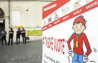 Roma, 18 Settembre 2013<br /> Piazza Monte Citorio<br /> Presidio delle associazioni dei consumatori davanti il Parlamento per &quot;richiamare il Governo alle proprie responsabilit&agrave; e rivendicare misure urgenti in grado di dare ossigeno alle famiglie&quot;. Tra i temi sollevati ci sono i consumi, l'occupazione, l'indebitamento e tutti gli altri indicatori della grave crisi economica in cui versano le famiglie italiane.