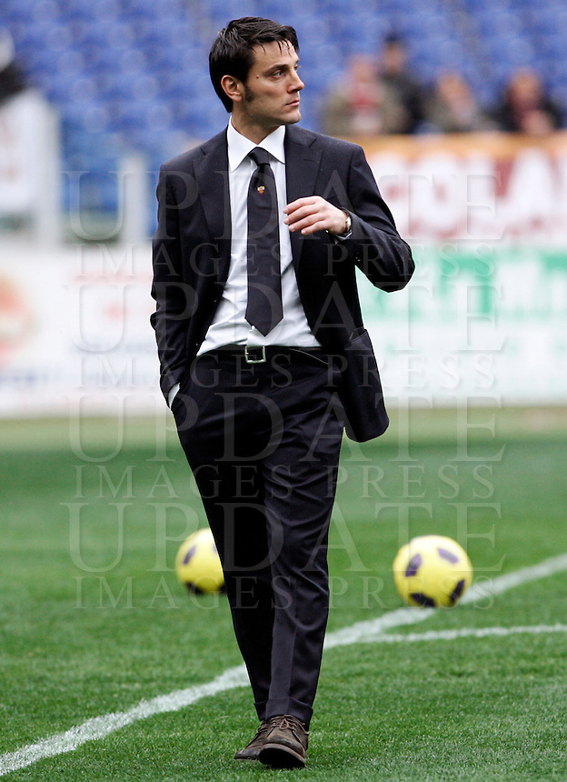 Calcio, Serie A: Roma-Parma. Roma, stadio Olimpico, 27 febbraio 2011..Football, Italian serie A: AS Roma vs Parma. Rome, Olympic stadium, 27 february 2011..AS Roma coach Vincenzo Montella..UPDATE IMAGES PRESS/Riccardo De Luca