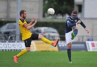 SCT MENEN - KVC WINGENE :<br /> Marko Petrovic (R) ontzet de bal voor de aanstormende Bart Buysse (L)<br /> <br /> Foto VDB / Bart Vandenbroucke