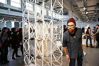 Nederland  Eindhoven 2015. Dutch Design Week. 9 dagen lang presenteert DDW op 100 locaties processen, experimenten en ideeën, antwoorden en oplossingen van 2400 designers.  Expositie in de Witte Dame. 3D  weaving Warp van Arielle Andreotti
