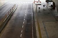 SAO PAULO, SP - 28.04.2017 - GREVE-SP - Vista da estação Sacomâ de Metrô e ônibus intermunicipais na manhã desta sexta-feira(28) na zona sul de São Paulo. As linhas atendidas pelos terminais estão inoperantes por adesão da greve geral que ocorre em todo o país. (Foto: Carlos Pessuto / Brazil Photo Press)